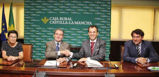 Caja Rural CLM atiende las demandas de financiación de los empresarios farmacéuticos