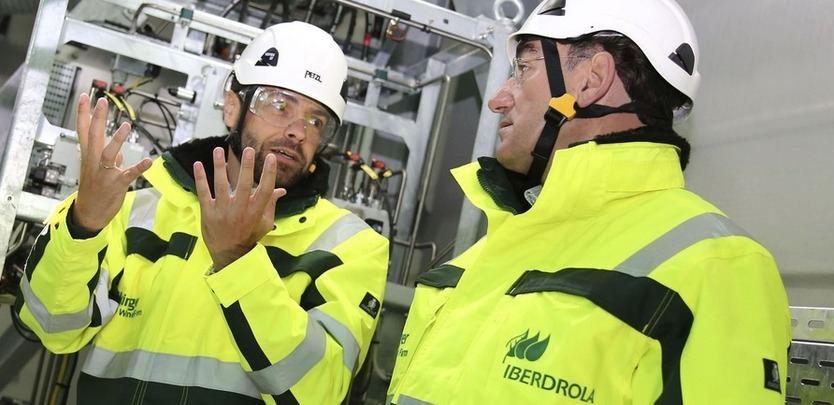 Ignacio Galán, presidente de Iberdrola, durante una visita al parque eólico marino Wikinger, en aguas alemanas del mar Báltico