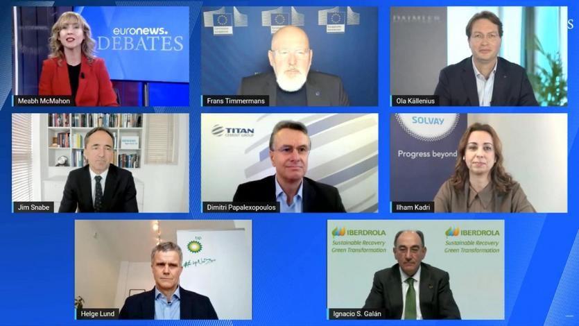 Abajo a la derecha, Ignacio Galán durante su intervención en el debate organizado por la ERT, en el que también ha intervenido el vicepresidente de la Comisión Europea Frans Timmermans y otros representantes de las grandes empresas europeas
