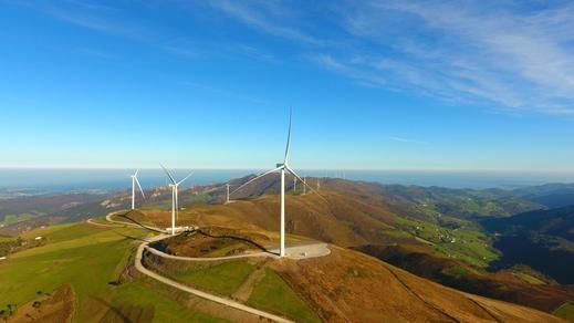 Iberdrola pone en marcha sus parques eólicos en Asturias, con los que triplica su capacidad renovable en la región