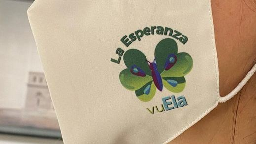 Julia Navarro amadrina la mascarilla solidaria la esperanza vuela