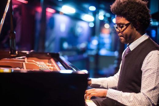 Ivan 'Melon' Lewis nos lleva a unos originales 'Viajes' por la mejor música