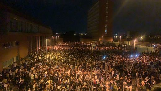 Miles de jóvenes se dan cita en un macrobotellón en Ciudad Universitaria de Madrid