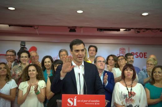 >> Sánchez salva los muebles pero deja al PSOE a 52 escaños del PP tras perder otros 5