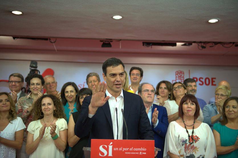 Sánchez salva los muebles pero deja al PSOE a 52 escaños del PP tras perder otros 5 (y Podemos ninguno)