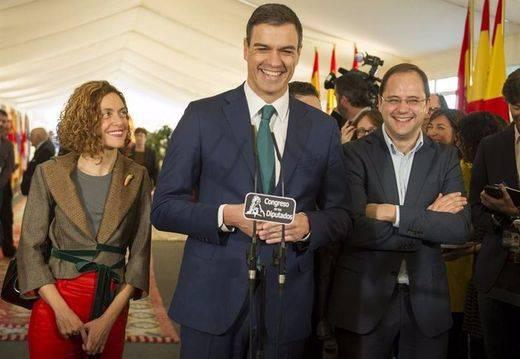 """Y el PSOE le exige a Rajoy que se presente... """"o renuncie definitivamente"""""""