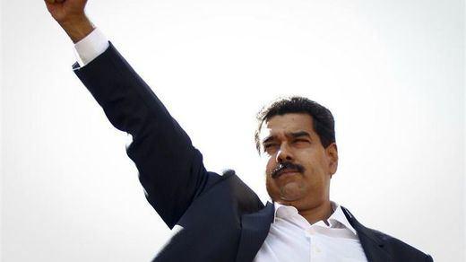 Venezuela, de dictadura que financia a Podemos a cliente perfecto para el Gobierno del PP: material militar por 13 millones