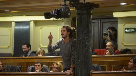 El PP se aparta de las rastas de los diputados de Podemos: no se sentarán sobre el banco azul del Gobierno