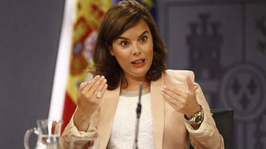 Soraya Sáenz de Santamaría promete ser el 'flotador' de Rajoy al ser preguntada sobre la sucesión en el PP
