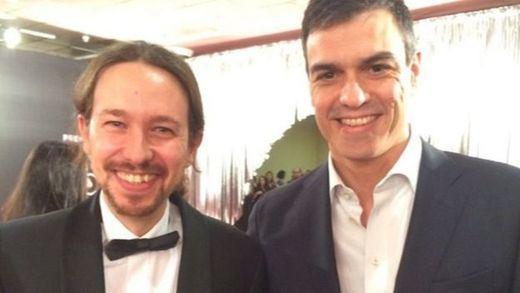 Iglesias y Rivera con esmoquin, Sánchez con traje y sin corbata y Garzón con traje y corbata