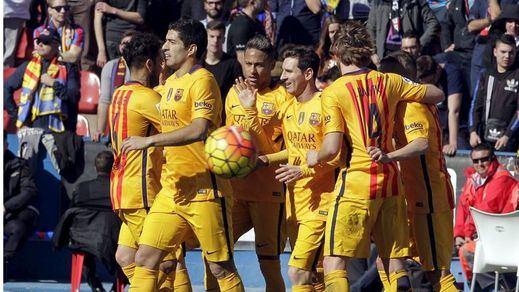 Un Barça muy espeso sabe sufrir... y ganar a domicilio al Levante (0-2)