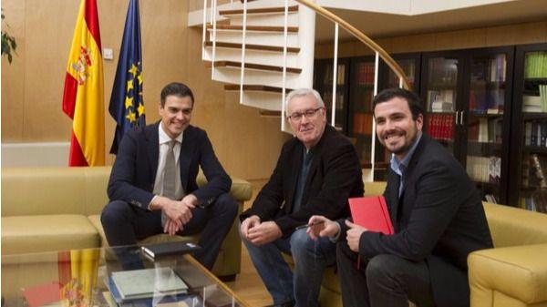 Alberto Garzón y Cayo Lara, durante la reunión de la semana pasada con Pedro Sánchez