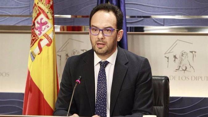 Antonio Hernando, portavoz del equipo negociados del PSOE, esta tarde en el Congreso tras una nueva ronda negociadora.