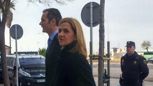 La infanta Cristina y Urdangarin llegan al juicio mientras que es absuelto el contable de Nóos