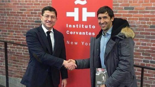 Raúl, embajador futbolero y del idioma español en Nueva York