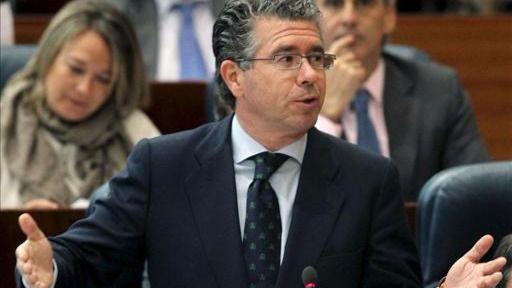 Granados anotó pagos de hasta 400.000 euros al 'hombre de confianza' de Aguirre