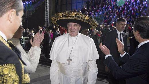 El Papa aterriza en Mexico clamando contra los privilegios de los políticos