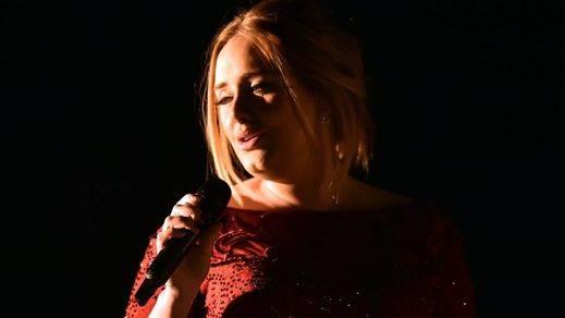 Adele desafinando en la gala de los Grammy 2016, la nota negativa de la velada (vídeo)