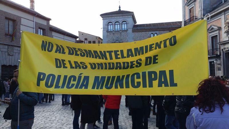 Pancarta de los policías municipales que acosaban a Barbero, delegado de seguridad del Ayuntamiento de Madrid