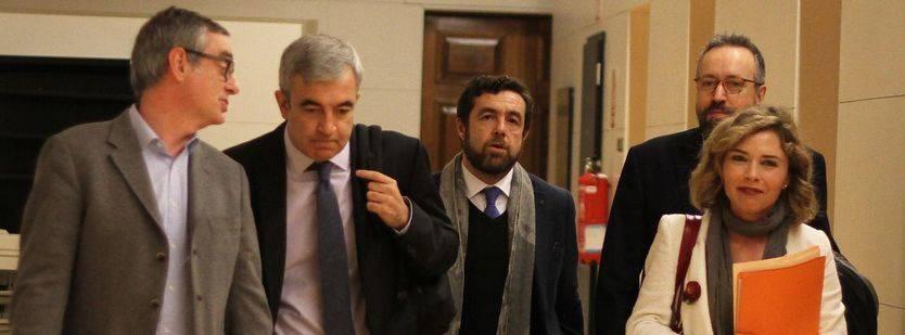 Villegas (i) junto a parte del equipo negociador de Ciudadanos