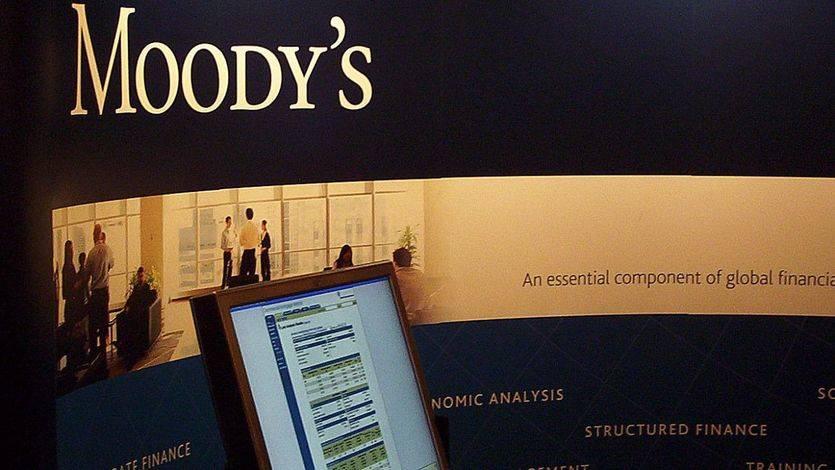 Moody's mira de reojo a España y baja su nota de 'positivo' a 'estable'