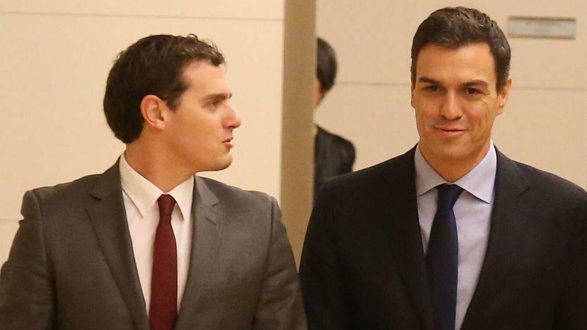 Rivera no descarta un gobierno con el PSOE pero reconoce: 'Estamos tan cerca de un acuerdo como de levantarnos de la mesa'