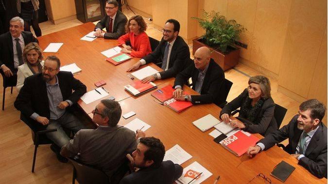 El PSOE tenía preparada la respuesta y corrige a Errejón: el complemento salarial está en el programa de Podemos