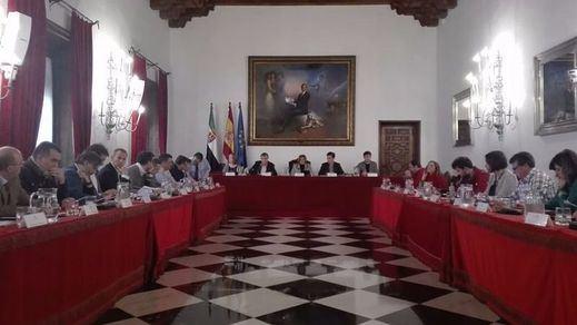 El PSOE de Cáceres une su voto al PP contra la intención de Sánchez de suprimir las diputaciones