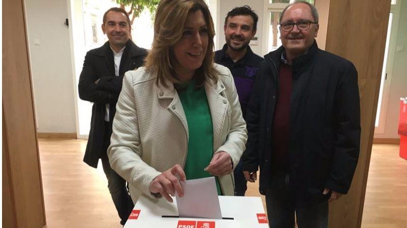 Susana Díaz vota casi de incógnito y no se moja, se limita a insistir en que el país