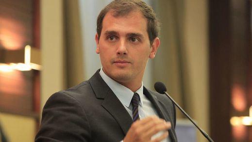 Rivera vuelve a arremeter contra Rajoy: