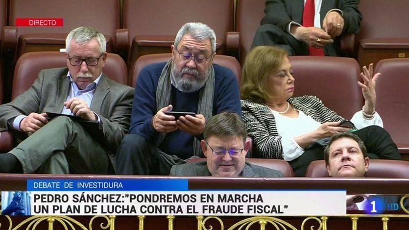 Foto de los sindicalistas en la tribuna del Congreso durante la intervención de Pedro Sánchez