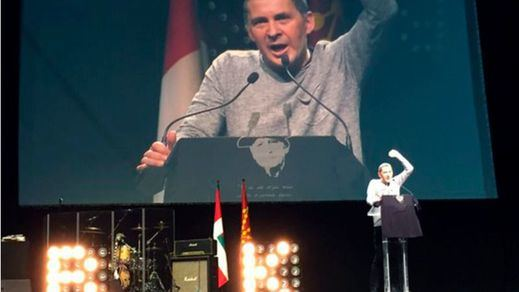 El 'candidato' Otegi da su primer mitin en el multitudinario homenaje de Anoeta