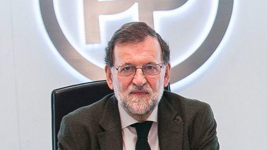 Rajoy empieza a tentar a Sánchez con la 'gran coalición', que muchos verían como la sentencia de 'muerte' del PSOE