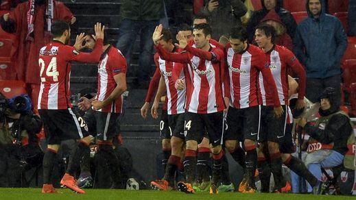 Liga Europa: los 'leones' aprietan pero no ahogan al Valencia en el barrizal de San Mamés (1-0)