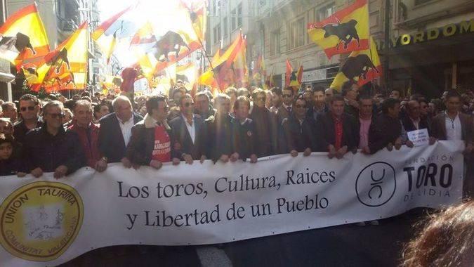 Los protagonistas del día: lobos en Madrid... y toros en Valencia