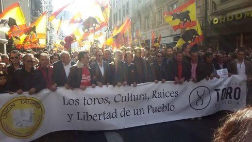 Por fin las figuras dan la cara y encabezan en Valencia una manifestación masiva a favor de los toros