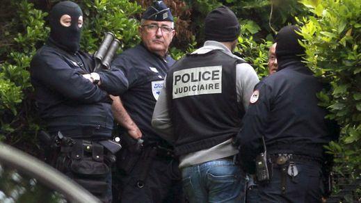 Francia detiene a 4 sospechosos de preparar un atentado inminente en París