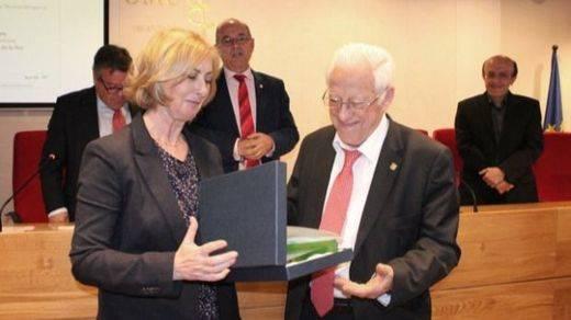 Nuevo premio solidario al Padre Ángel, que carga contra el trato de los Gobiernos a los refugiados