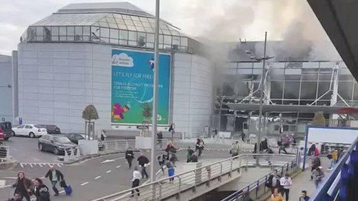Rajoy y los principales líderes políticos siguen la última hora de las explosiones de Bruselas
