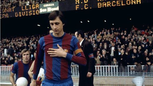 Socios y aficionados del Barça piden que el Camp Nou pase a llevar el nombre del fallecido Johan Cruyff