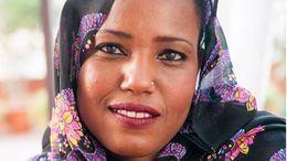 Aziza Brahim, activista y cantante saharaui: 'El pueblo español siempre nos apoyó; los Gobiernos siempre nos traicionaron'