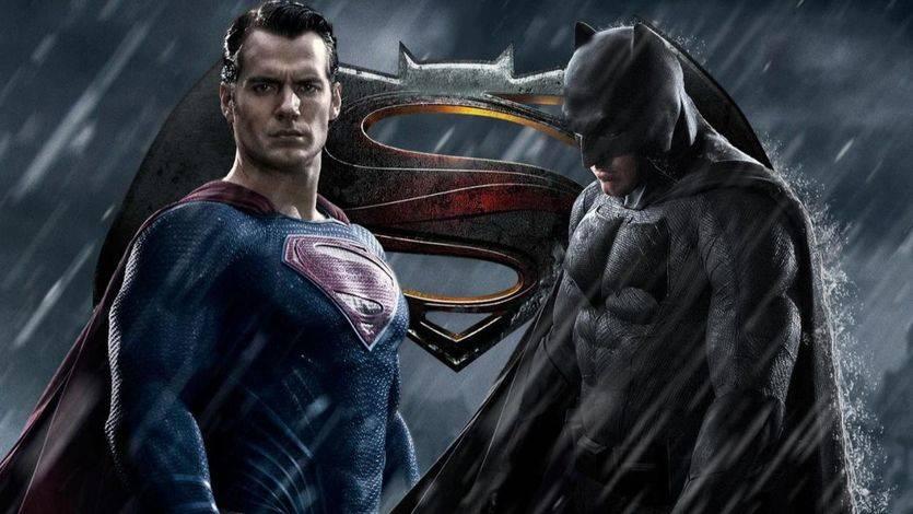 10 errores fatales de guión de 'Batman v Superman'