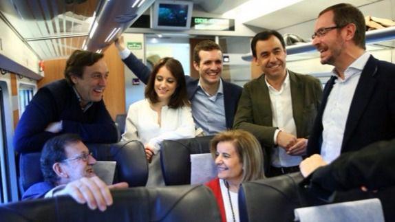 Rajoy, Báñez, Hernando y los cuatro vicesecretarios del PP.