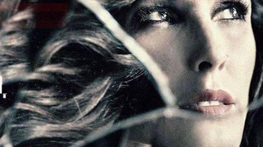 Malú estrena videoclip 'Encadenada a ti', de su último disco, 'Caos'