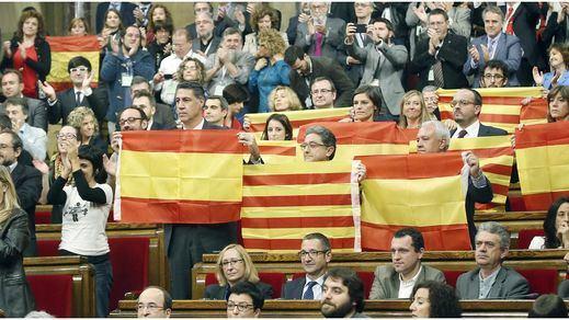 El Parlament continúa con el desafío independentista: reafirma su resolución y aprueba el régimen jurídico catalán