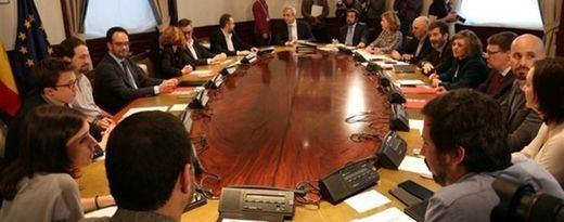 PSOE, Ciudadanos y Podemos concluyen una intensa reunión tras dos horas y media decisivas para la investidura de Pedro Sánchez
