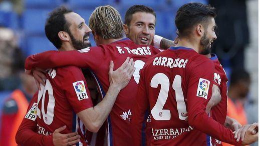 Atlético y Madrid cumplen ante Espanyol y Eibar y vuelven a soñar con el título tras el petardo del Barça