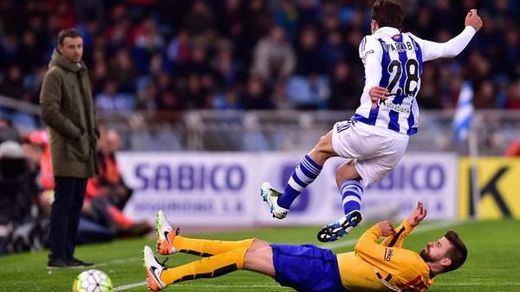 La Real Sociedad vuelve a estoquear al Barcelona y resucita la Liga (1-0)