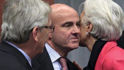 El FMI echa más leña al fuego: rebaja por primera vez la perspectiva de España desde 2013
