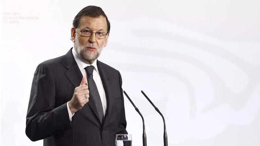 Rajoy sigue retocando los horarios: insiste a las cadenas de TV, que no le escucharon antes, avanzar los 'prime time'